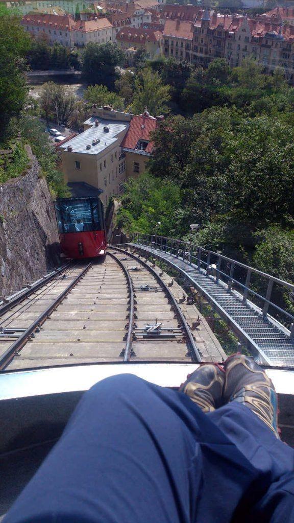 Per Schlossbergbahn hinauf
