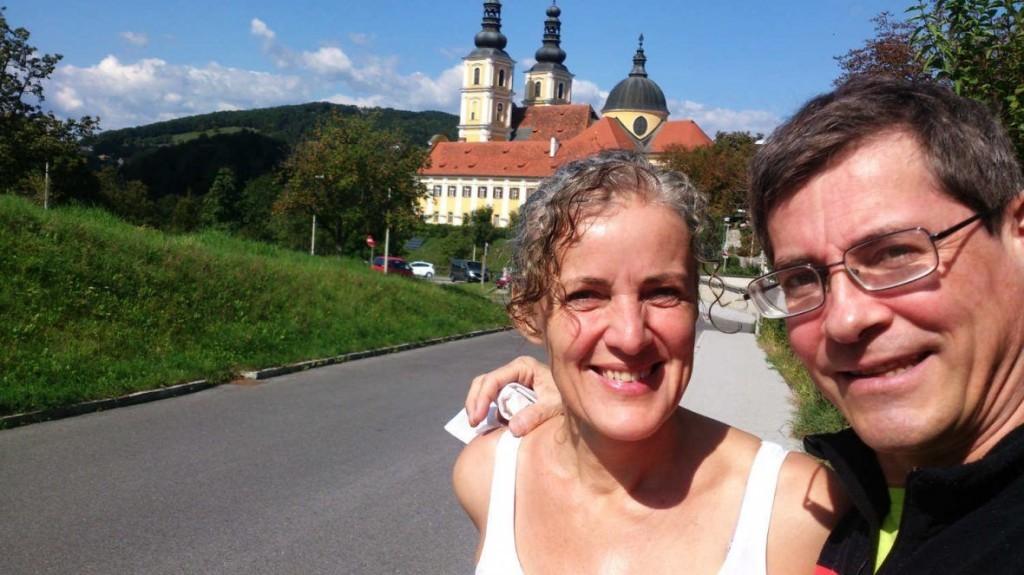 Silvia und ich vor der Basilika