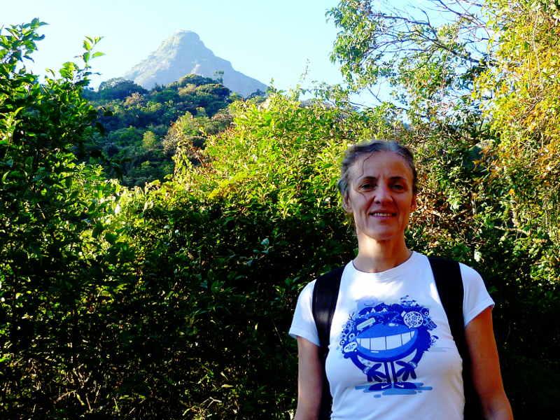 Silvia vor dem Adams Peak