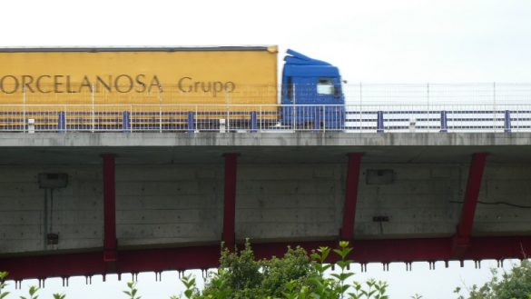 Der Verkehr auf der Brücke