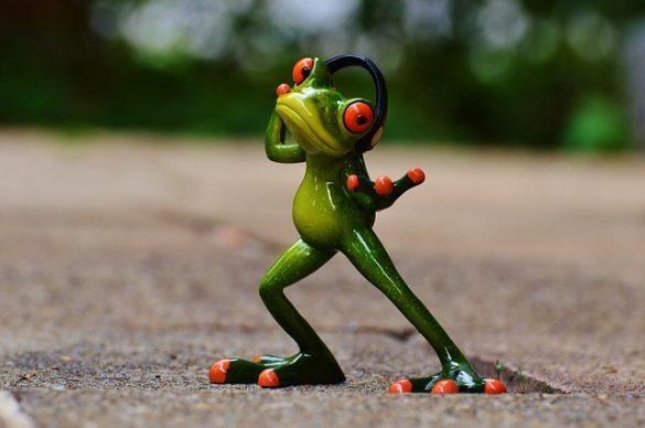 Frosch hört Musik und tanzt
