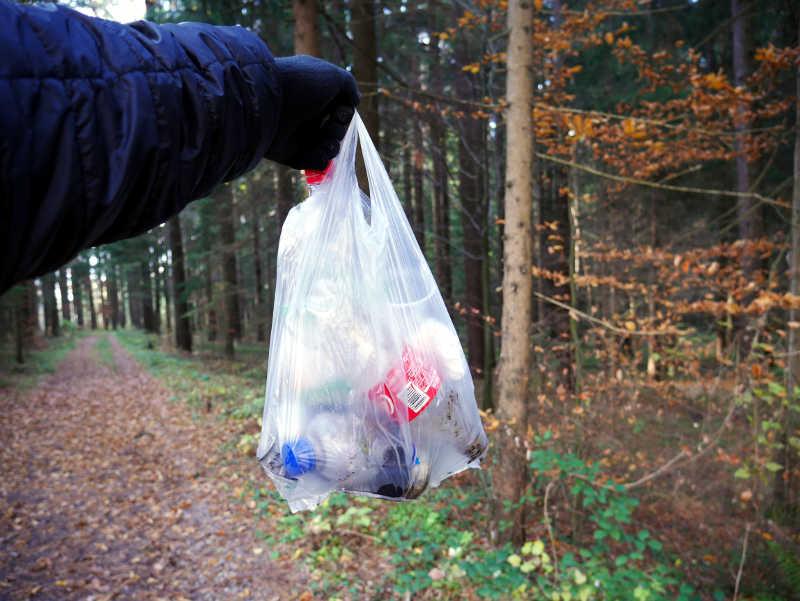Der Müll von 500 m Waldweg